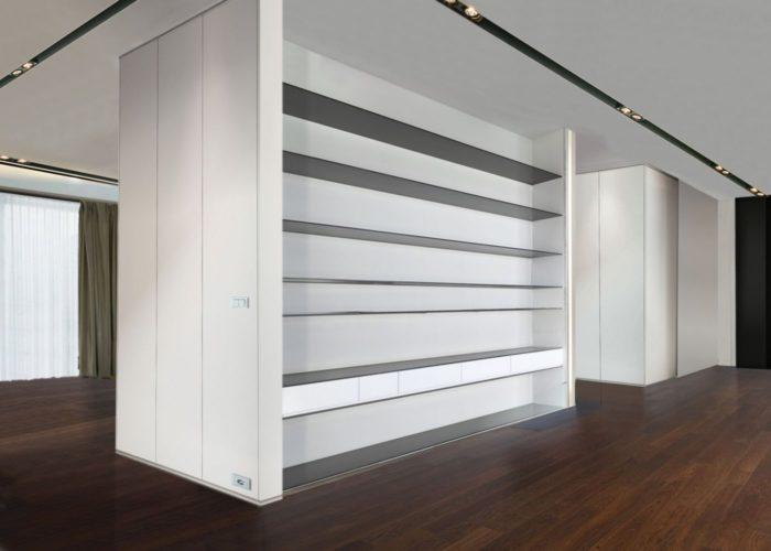 ArchitetturaTiberio_casa M_bologna_2013_corridoio con  libreria