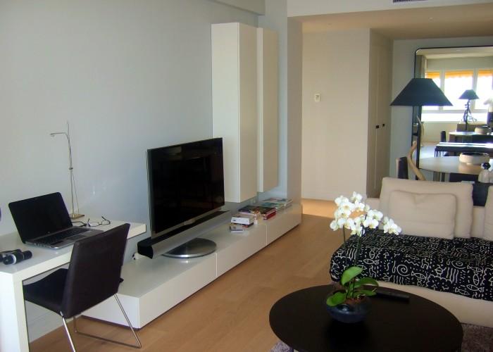 appartamento B_Montecarlo_salone vs parete attrezzata